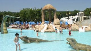 «Акваполис» находится в лесном массиве, так что из парка открывается отличный вид как на море
