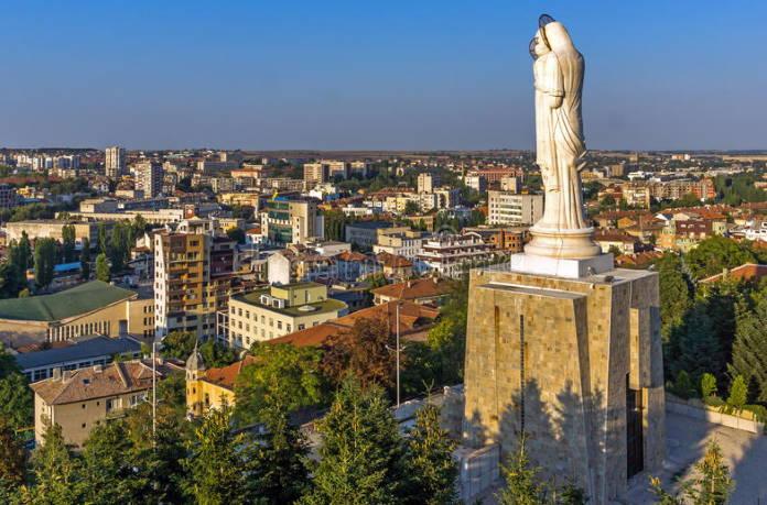 Haskovo-Bolgarija-pamjatnik-Devy-Marii-dostoprimechatelnost