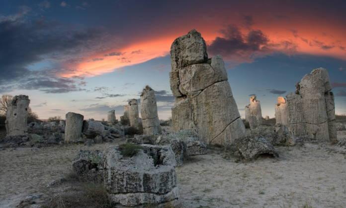 Pobiti-Kamni-interesnaja-dostoprimechatelnost-nedaleko-ot-Varny