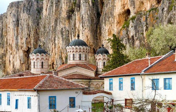 Patriarshij-monastyr-Svjatoj-Troicy-Bolgarija