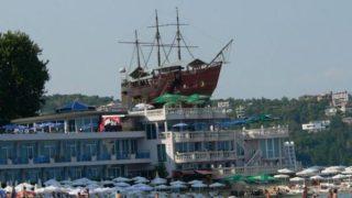 Варна — портовый и курортный город Болгарии.