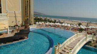 Туристический комплекс Солнечный Берег занимает 7-километровую полосу на побережье Болгарии