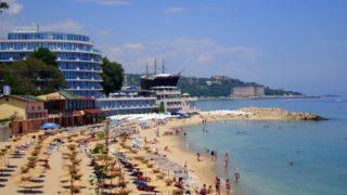 курорт Святой Константин и Елена находится на побережье Черного моря.
