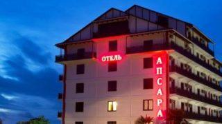 Пицунда имеет достаточно развитую туристическую инфраструктуру: современные отели и пансионаты