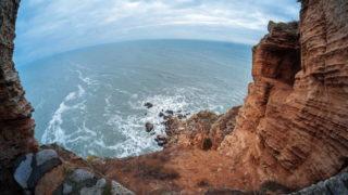 Драматические скалы, водовороты и бухты определяют мыс Калиакра